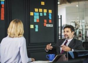 brug hænderne når du taler til job interviewet